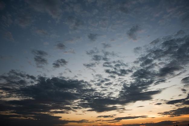 Piękne niebo zachód słońca