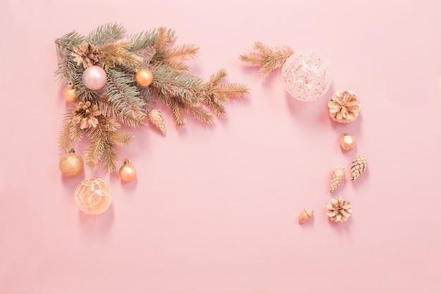 Piękne nowoczesne tło boże narodzenie w kolorach złotym i różowym