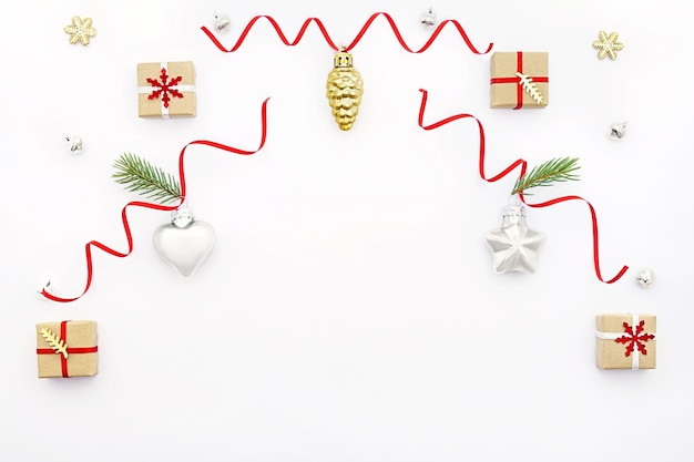 Piękne ozdoby świąteczne na stole