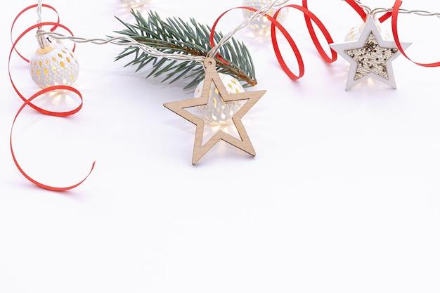 Piękne ozdoby świąteczne z gałęzi jodłowych
