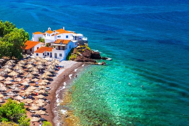 Piękne plaże grecji-vlychos na wyspie hydra, wyspy sarońskie grecji