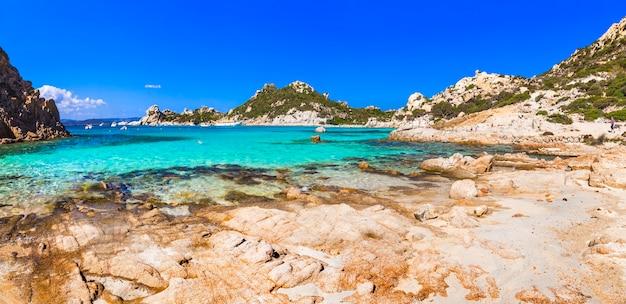 Piękne plaże sardynii, arhipelago la maddalena, włochy