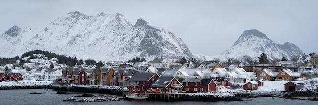 Piękne północne skandynawskie lofoty w zimie