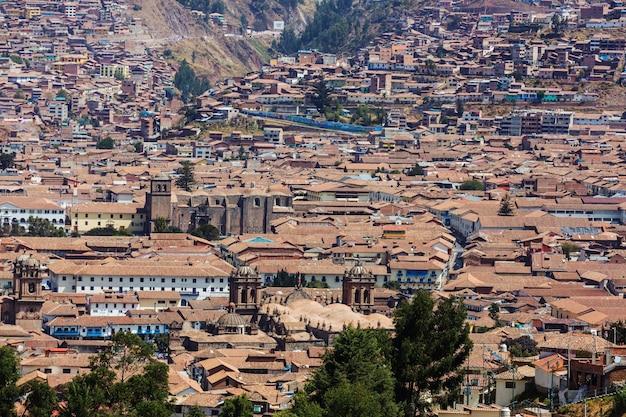 Piękne słynne miasto cusco w peru.
