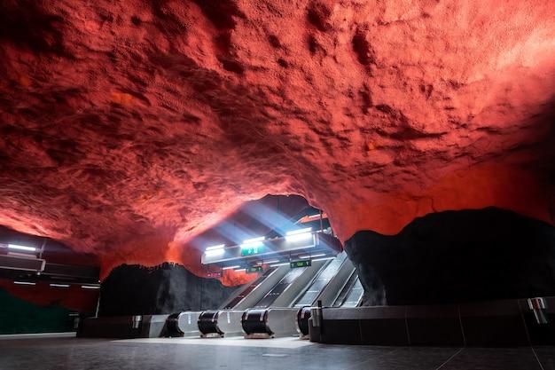 Piękne stacje metra w sztokholmie, szwecja