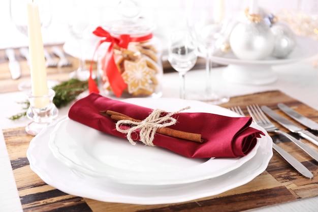 Piękne świąteczne ustawienie stołu