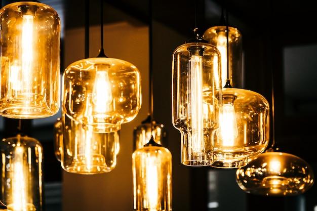 Piękne światło żarówki dekoracji wnętrz pokoju