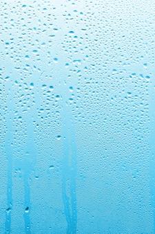 Piękne szkło okienne z kroplami w tle