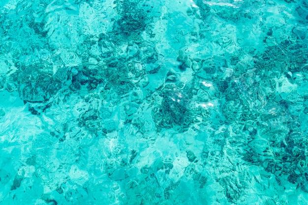Piękne tekstury powierzchni fal morskich i oceanicznych