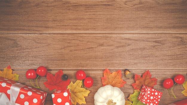 Piękne tło. pudełko czerwone i akcesoria na boże narodzenie wakacje w tle, kopiowanie miejsca na tekst.