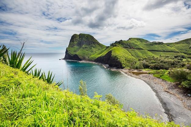 Piękne tropikalne krajobrazy na wyspie maui na hawajach