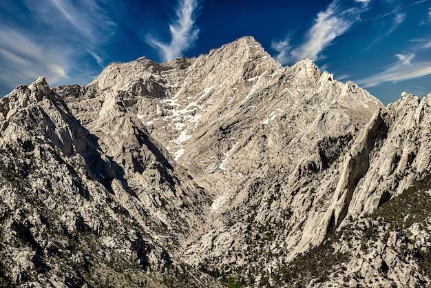 Piękne ujęcie pasma górskiego sierra nevada w kalifornii, usa