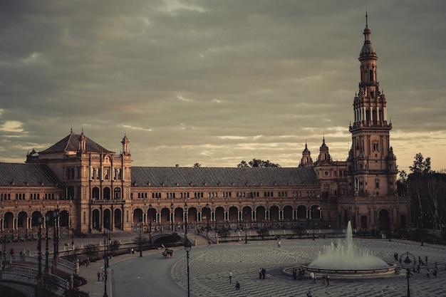 Piękne ujęcie plaza de espana w sewilli w hiszpanii