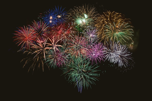 Piękne uroczystości wielobarwne fajerwerki