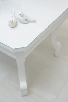 Piękne wewnętrzne ujęcie mebli w nowoczesnym domu