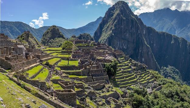 Piękne widoki na cytadelę inków machu picchu