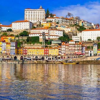 Piękne wielokolorowe miasto porto. portugalia