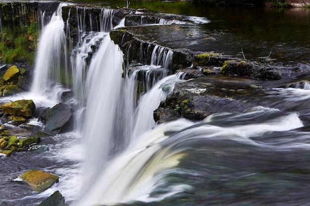 Piękne wodospady w keila-joa, estonia