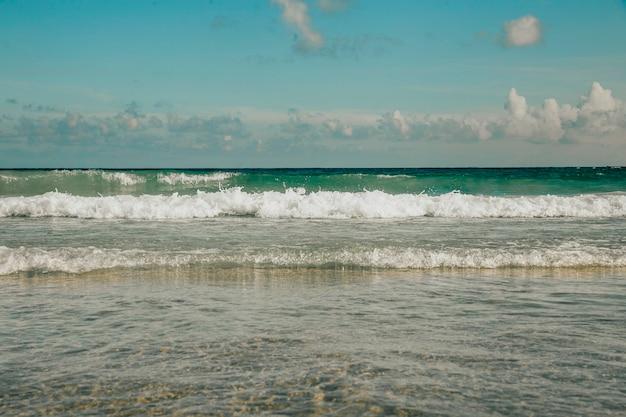 Piękne wybrzeże morza