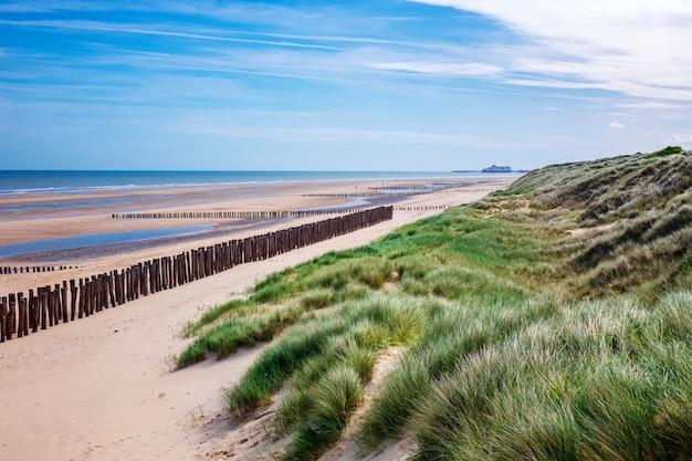 Piękne wydmy i plażowa linia brzegowa, morze krajobraz normandy wybrzeże, francja, europa