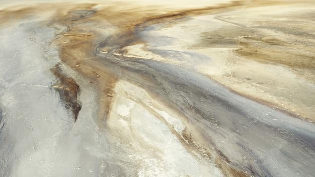 Piękne wzory w piasku i glinie, stara piaskownica. widok z dużej wysokości