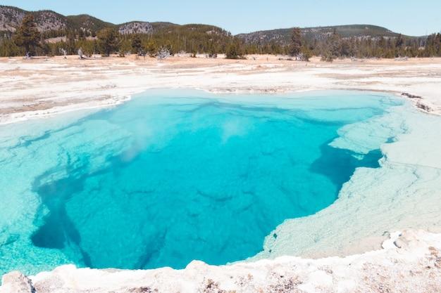 Piękne zdjęcie parku narodowego yellowstone w usa