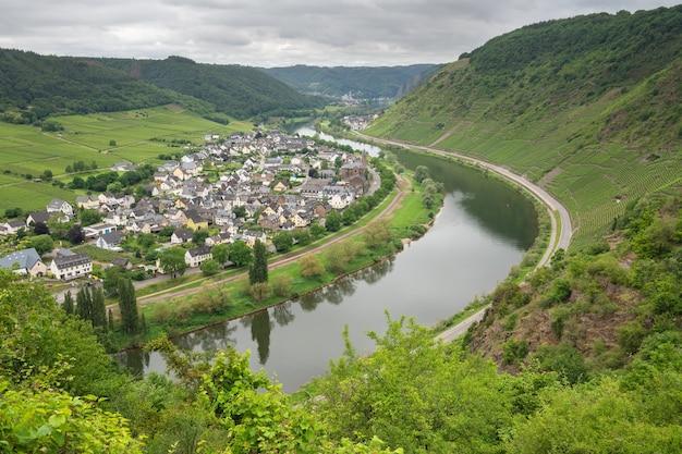 Piękne zdjęcie wioski moselle w niemczech