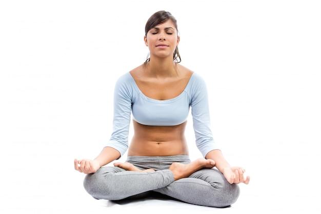 Piękne zdrowych młoda kobieta temu ćwiczeniu