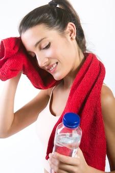 Piękne zdrowych młoda kobieta wody pitnej po wysiłku fizycznym