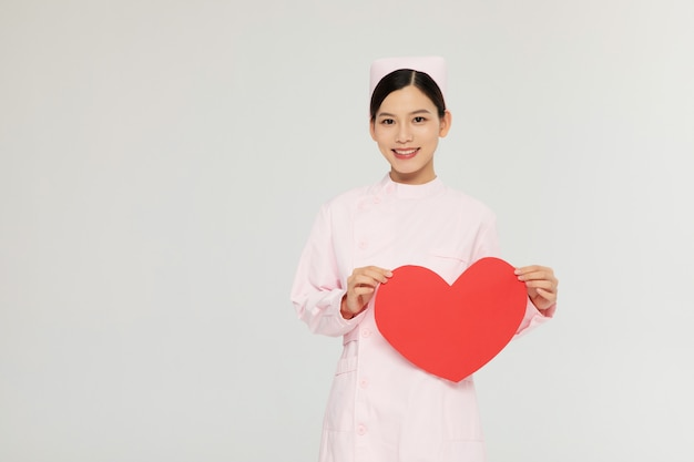 Piękne żeńskie pielęgniarki w szpitalu