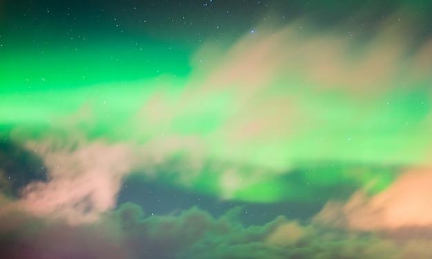 Piękne zorza polarna aurora borealis