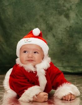 Pięknego dziecka bożych narodzeń wakacyjny czerwony dziecko