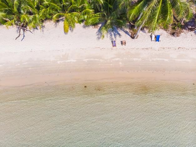 Pięknej przyrody tropikalna plaża i morze