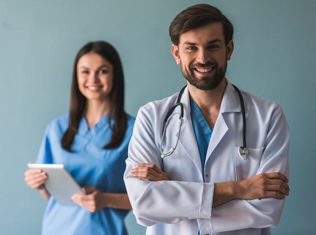 Piękni młodzi lekarze