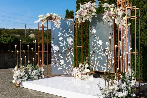 Pięknie zdobiony stół na wesele