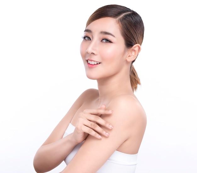 Piękno azjatykcia kobieta z perfect skórą twarzy.