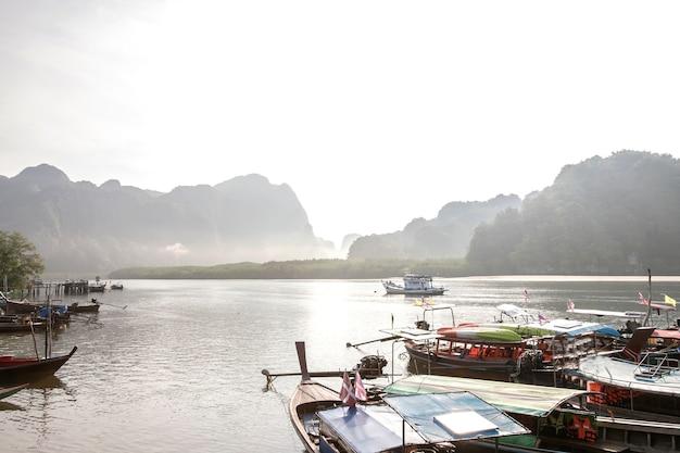 Piękno krajobraz w ranku krabi, tajlandia