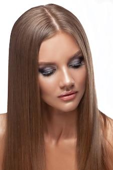 Piękno skóry kobiecej twarzy