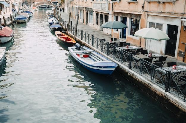 Piękno włoch, jedna z ulic kanałowych w wenecji, venezia