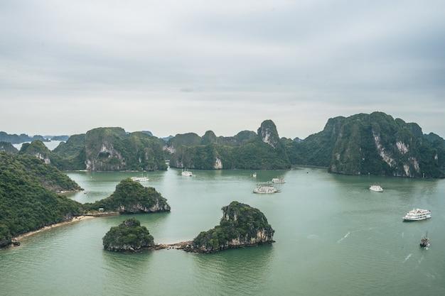 Piękno zatoki ha long, wpisanej na listę dziedzictwa unesco