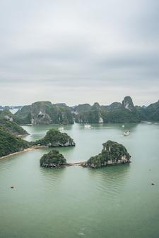 Piękno zatoki ha long, wpisanej na listę światowego dziedzictwa unesco
