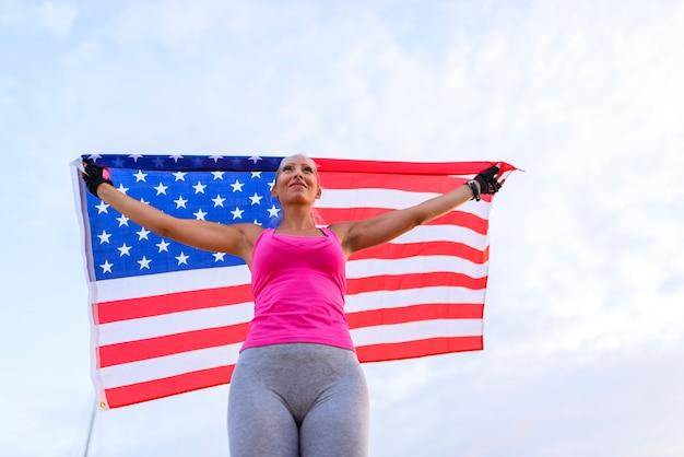 Piękny amerykański sportowiec z flagi narodowej