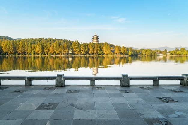 Piękny architektoniczny krajobraz i krajobraz w zachodnim jeziorze, hangzhou