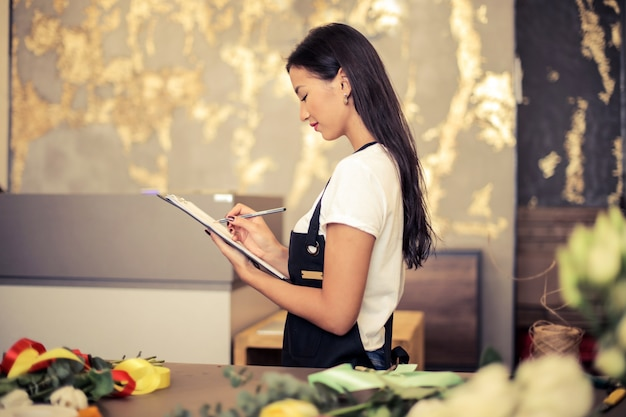 Piękny azjatycki bizneswoman
