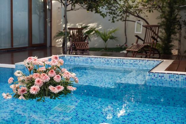 Piękny basen w domu