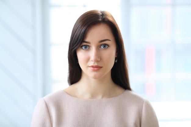 Piękny bizneswomanu portret