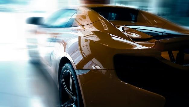 Piękny błyszczący nowoczesny samochód