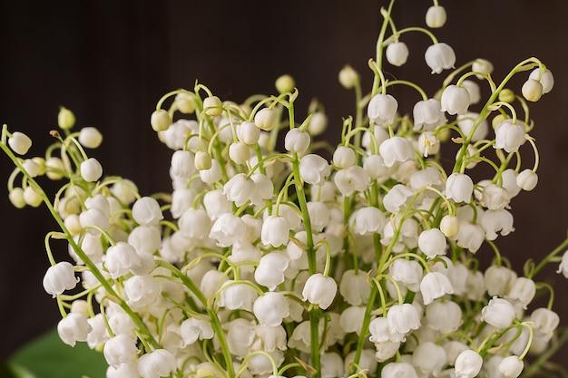 Piękny bukiet kwiatów konwalii