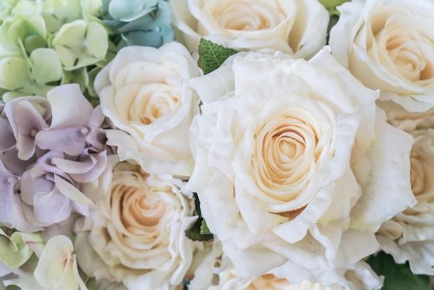 Piękny bukiet kwiatów na tle