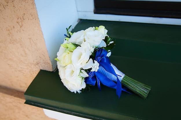 Piękny bukiet w beżowe kwiaty